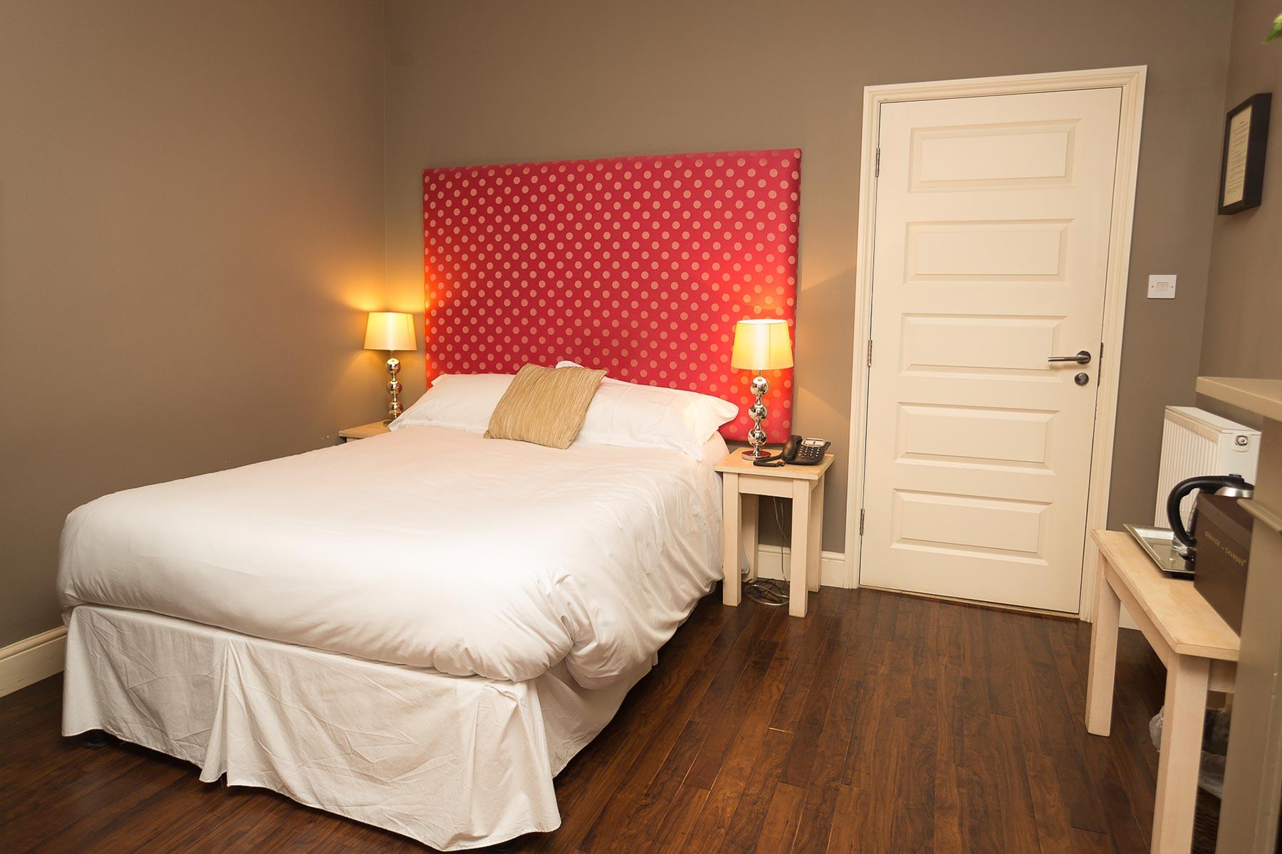 Hotel room near Snetterton Race Circuit image